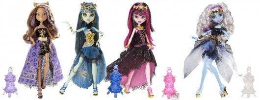 El resto de muñecas pertenecientes a la serie 13 wishes, incluyendo el playset que representa una discoteca. Por orden podemos ver a Clawdeen Wolf, Frankie Stein, Draculaura y Abbey Bominable.