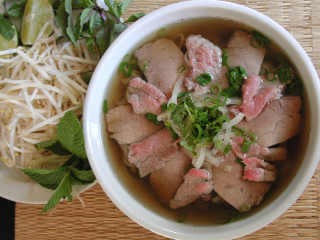 Plato típico de Pho. Viet World Kitchen.